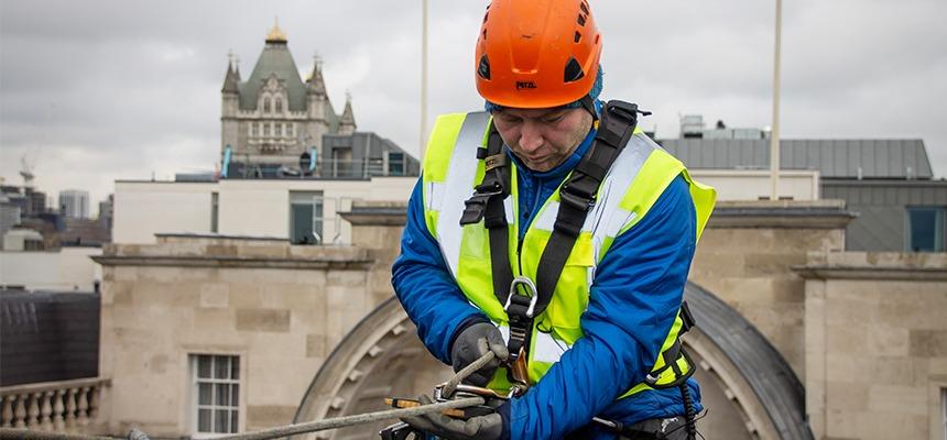 engineer installing fibre abseiling london bridge